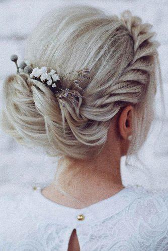 Прическа на свадьбу с элегантными украшениями сделает Ваш образ неповторимым